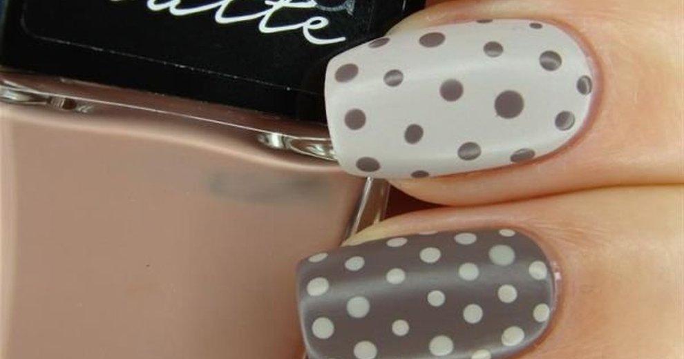 Manicure w kropeczki