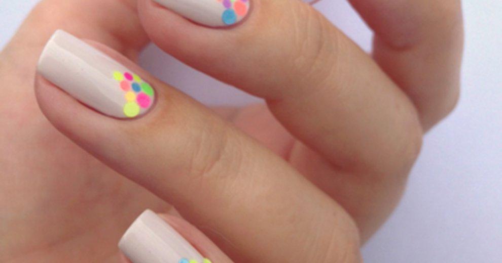 Pomysłowo udekorowane paznokcie