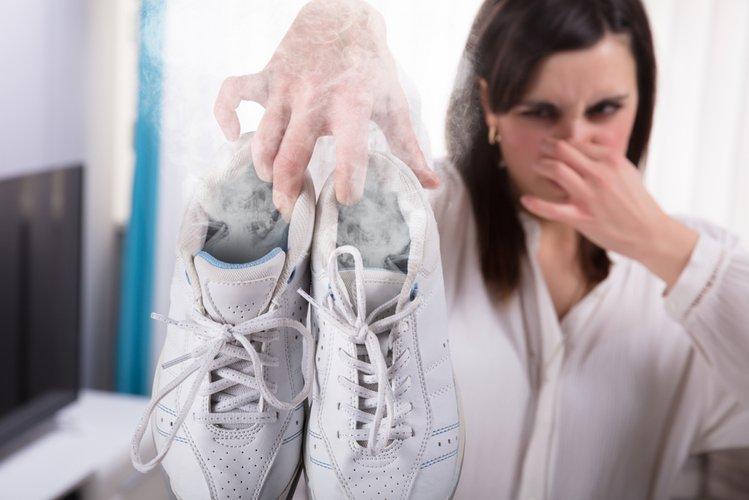 d62d6f2b Zdjęcie Brzydki zapach z obuwia? Poznaj 7 domowych sposobów na jego  usunięcie! #1